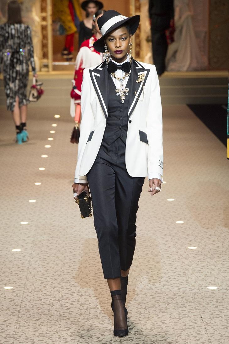 ELLE Việt Nam - Dolce & Gabbana hòa vào cuộc chơi công nghệ với bộ sưu tập Thời trang Tín ngưỡng (26)