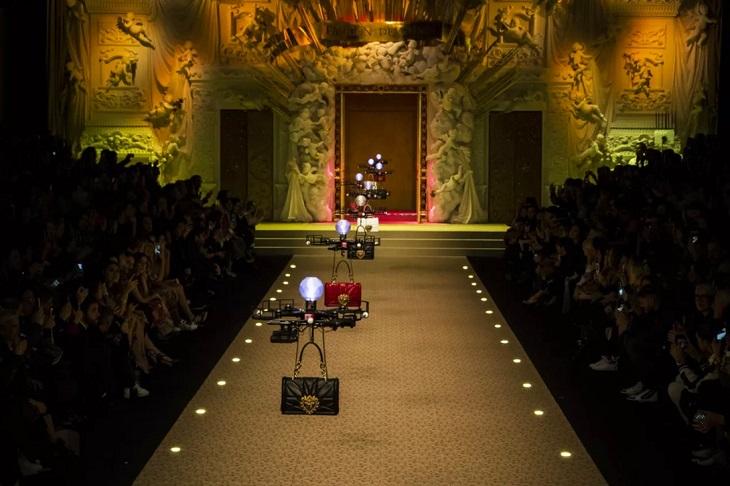 ELLE Việt Nam - Dolce & Gabbana hòa vào cuộc chơi công nghệ với bộ sưu tập Thời trang Tín ngưỡng (28)