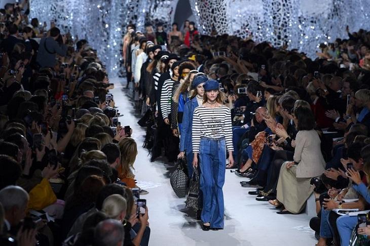 ELLE Việt Nam - Những khoảnh khắc thời trang chỉ có tại mùa ThuĐông 2018 tại Paris Fashion Week (2)