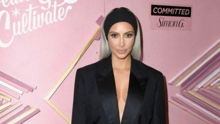 Kim Kardashian chia sẻ câu chuyện sau ánh hào quang