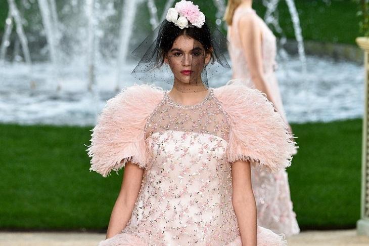ELLE Việt Nam - Kaia Gerber trở thành nàng thơ mới cho Chanel trong chiến dịch túi xách mùa xuân 2018 (1)