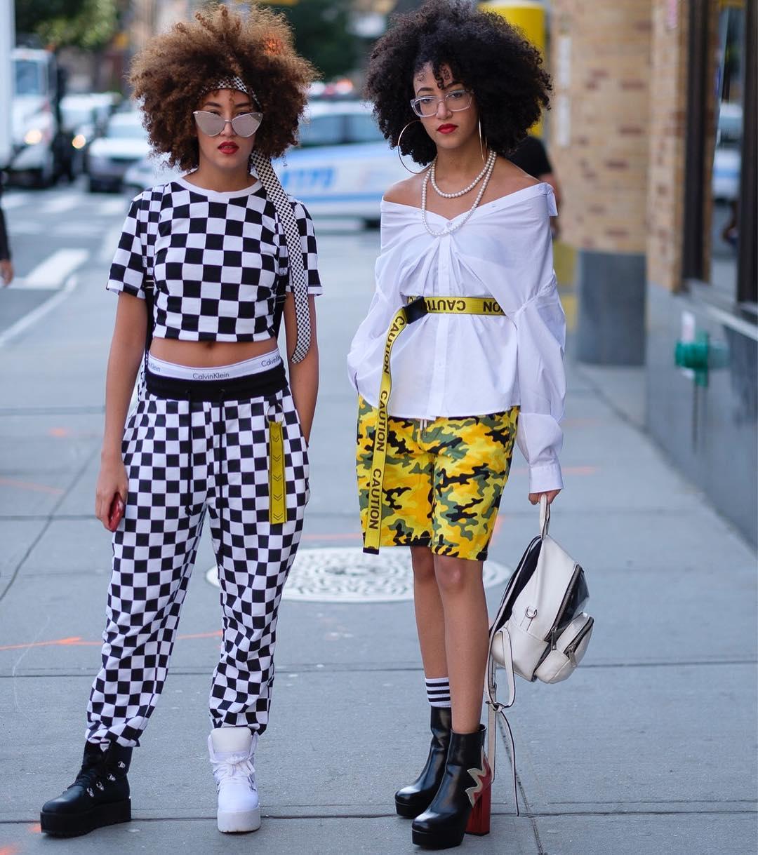 Phong cách thời trang trẻ của chị em sinh đôi 9