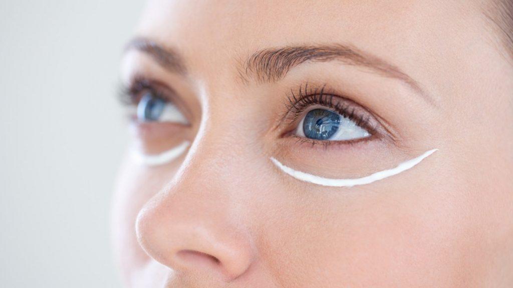 Kem dưỡng mắt có cần thiết không?