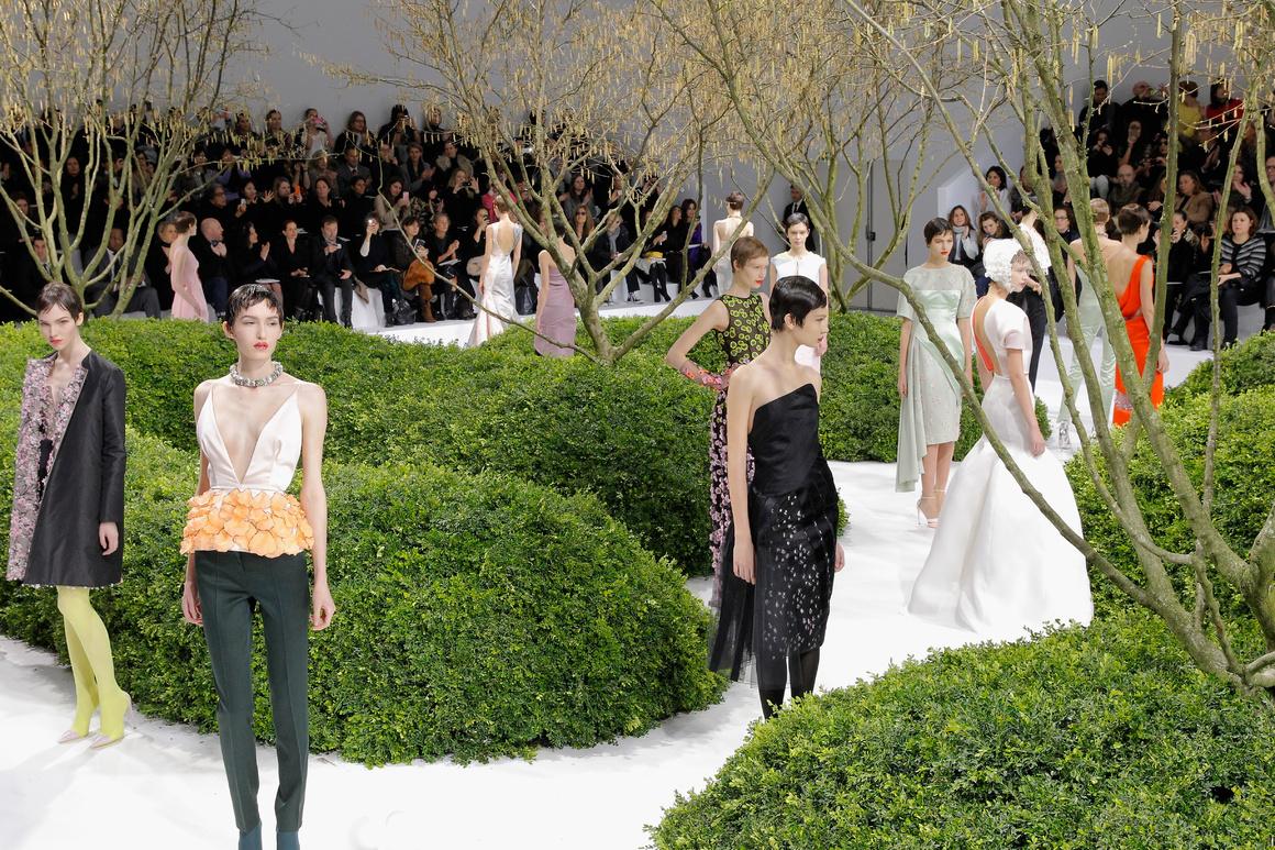 Những sàn diễn ghi đậm dấu ấn của thương hiệu Dior trong lịch sử thời trang
