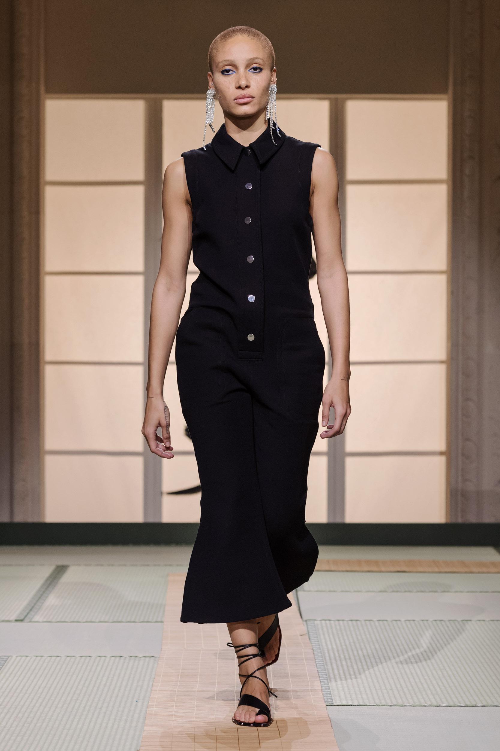 Fashionista Châu Bùi, Kelbin Lei diện nguyên set đồ H&M đến tham dự Paris Fashion Week