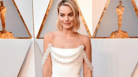 Nghệ nhân của Chanel mất 600 giờ tạo nên chiếc đầm Oscar cho diễn viên Margot Robbie