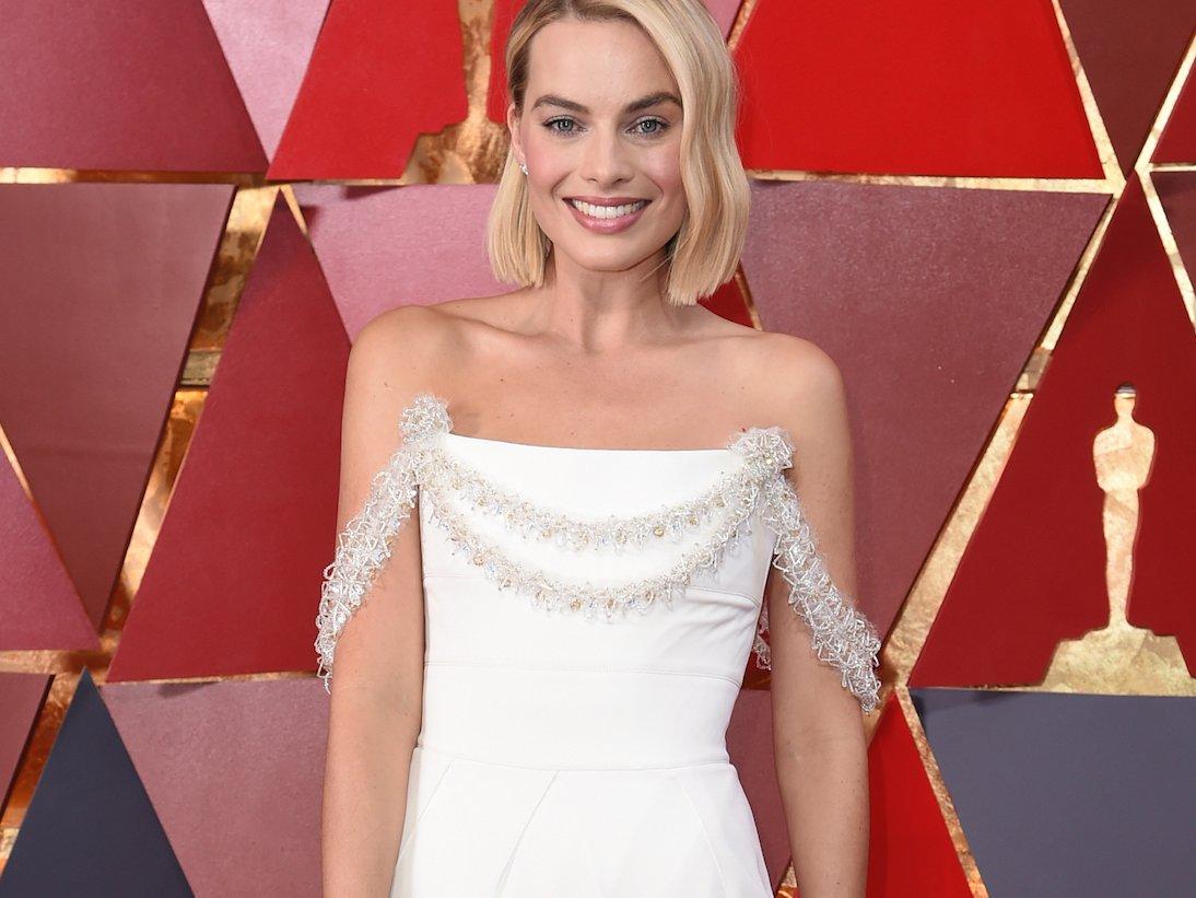 Nữ diễn viên Margot Robbie trên thảm đỏ Oscar 1