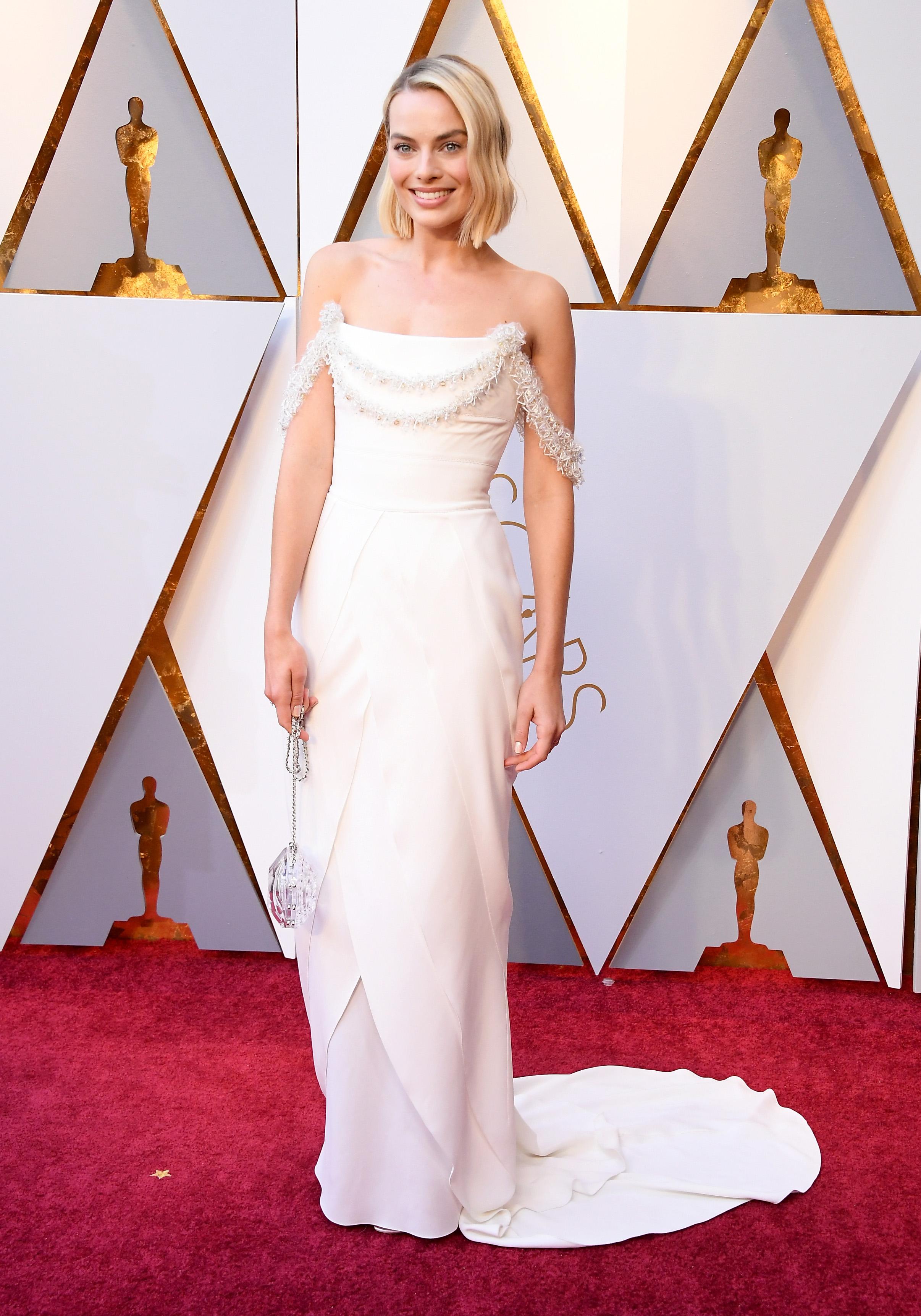Nữ diễn viên Margot Robbie trên thảm đỏ Oscar