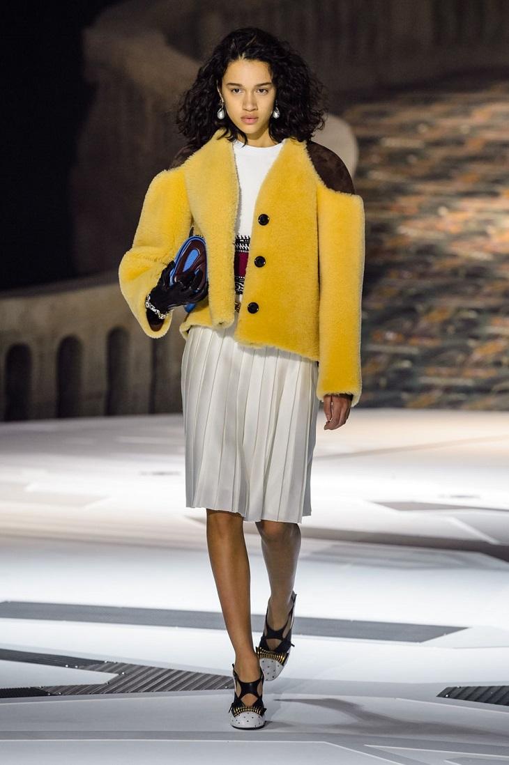 ELLE Việt Nam - Mãn nhãn với cảm hứng thời đại trong bộ sưu tập mùa thu Louis Vuitton 2018 (11)