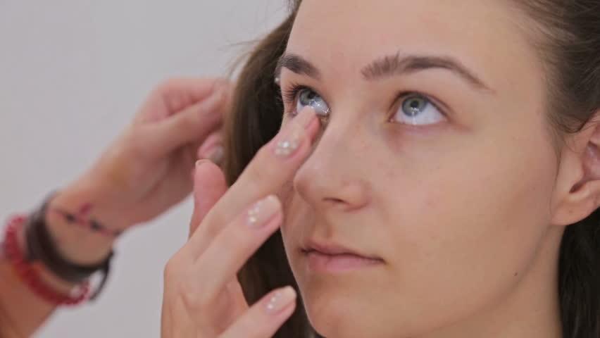 khi nào nên sử dụng kem dưỡng mắt 4