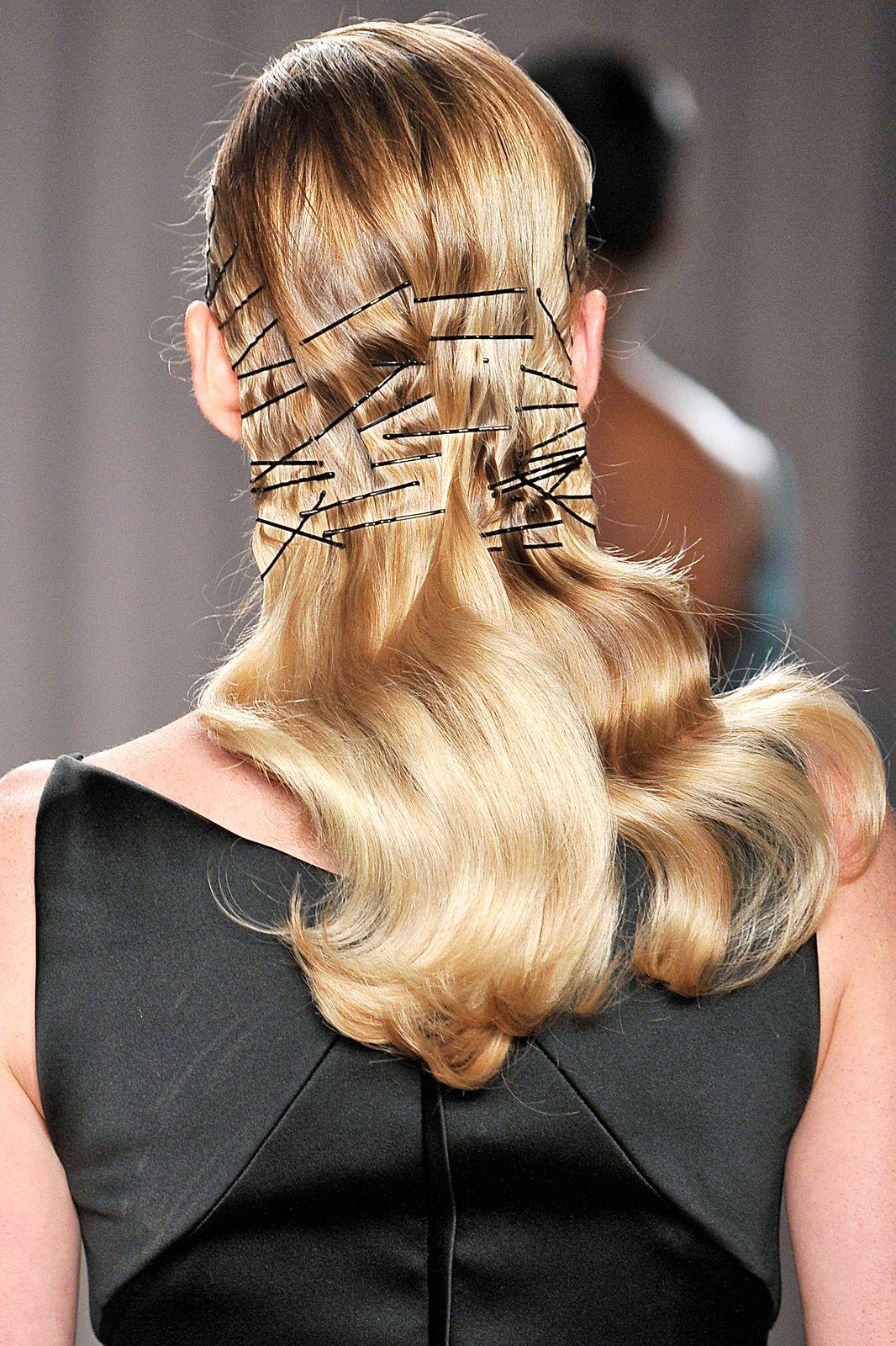 kẹp tóc kim loại sàn diễn thời trang