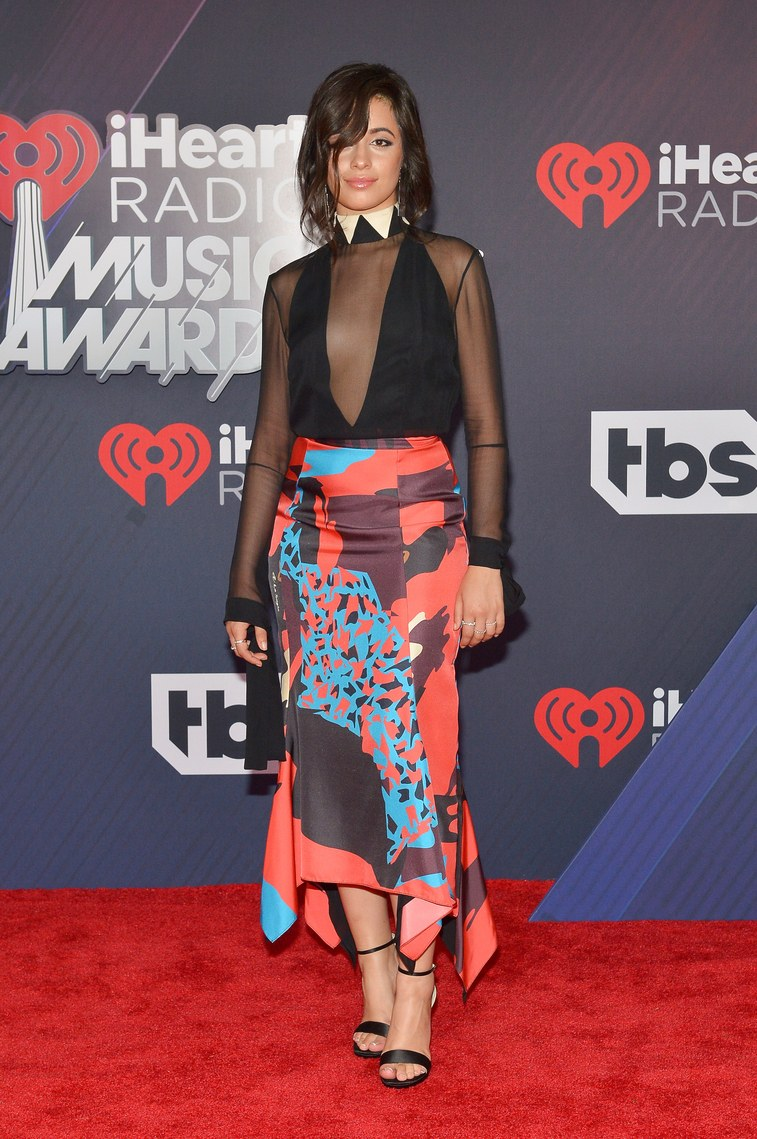 Trang phục thảm đỏ lễ trao giải iHeartRadio 2018