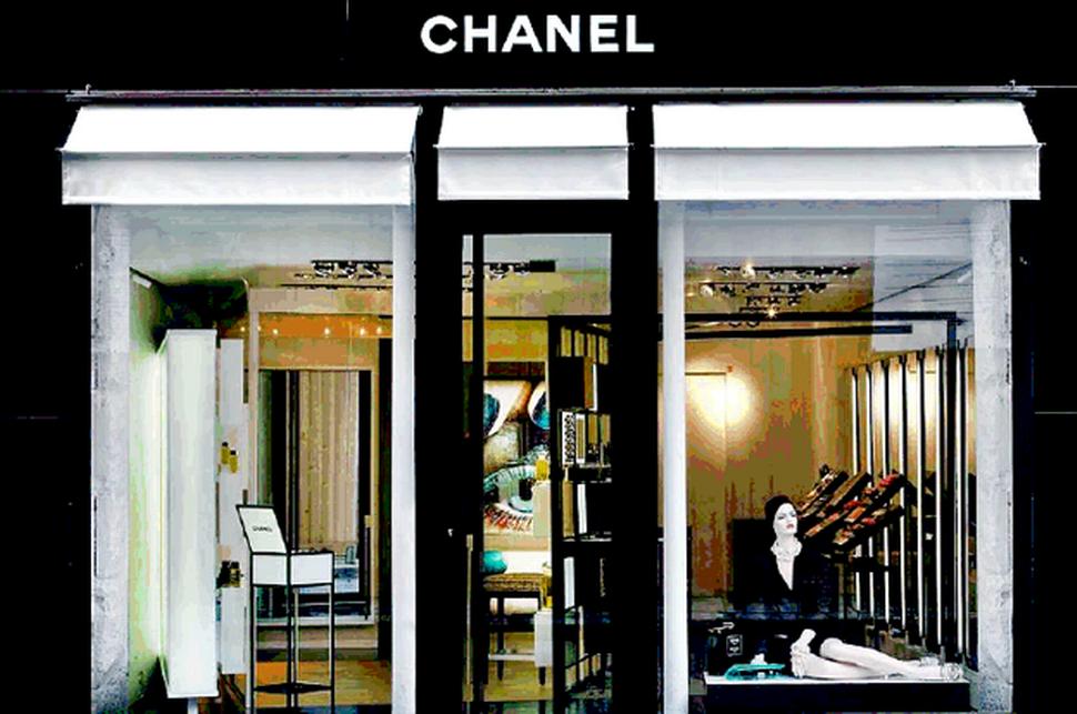 du lịch paris mua sắm mỹ phẩm chanel