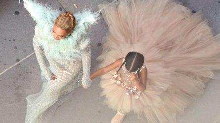 Beyoncé và con gái Blue Ivy mặc