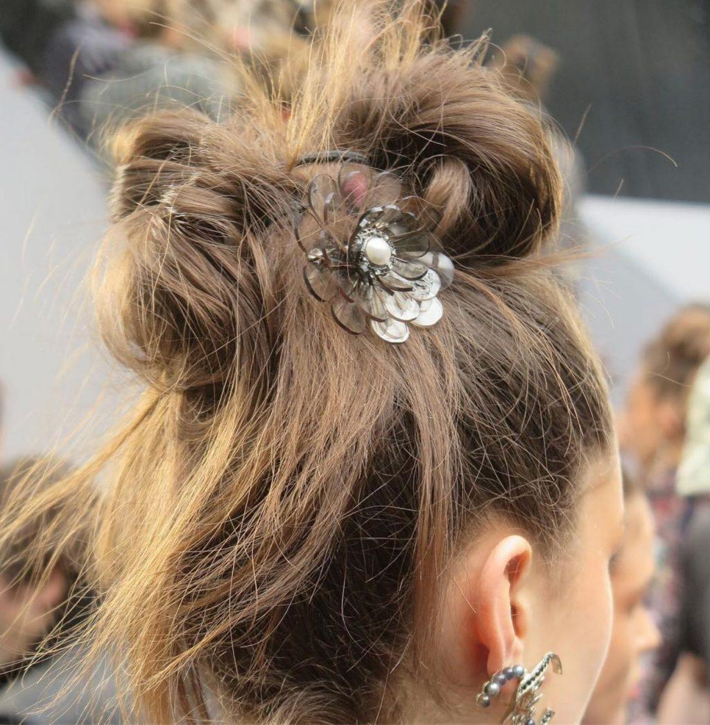 cách búi tóc messy bun 5