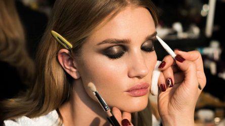 Sở hữu vẻ đẹp huyền ảo với 5 bước trang điểm mắt khói