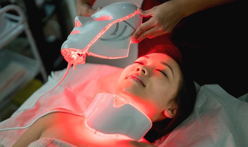 Những lợi ích khi trị mụn bằng ánh sáng sinh học