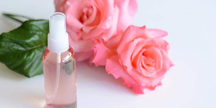Đánh thức làn da tươi trẻ với 10 cách dùng nước hoa hồng