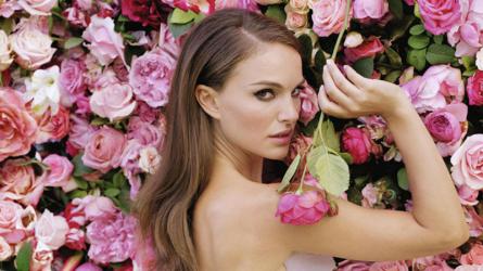 10 cách dùng nước hoa hồng đánh thức làn da tươi trẻ