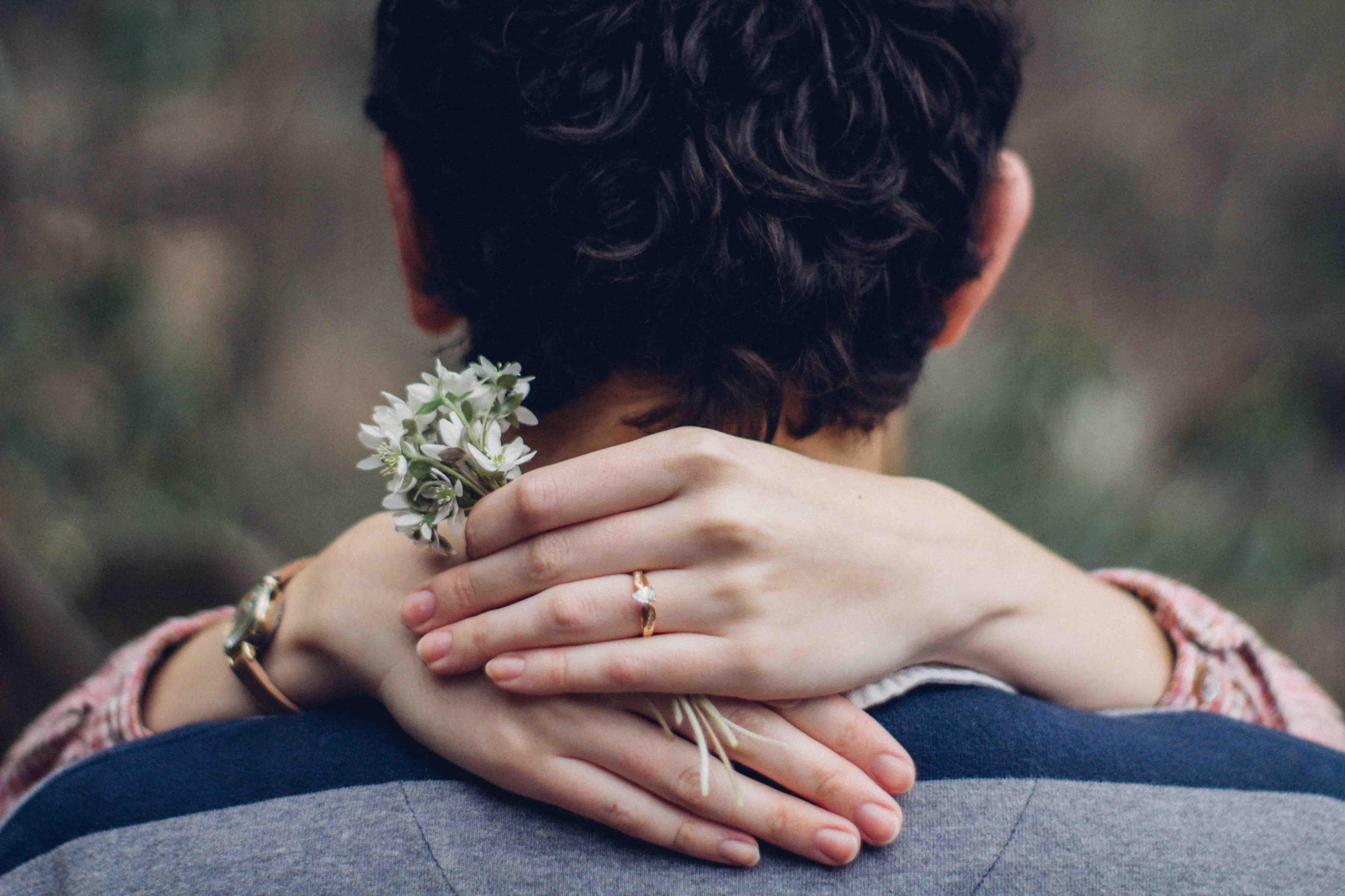 chàng trai cầu hôn cô gái