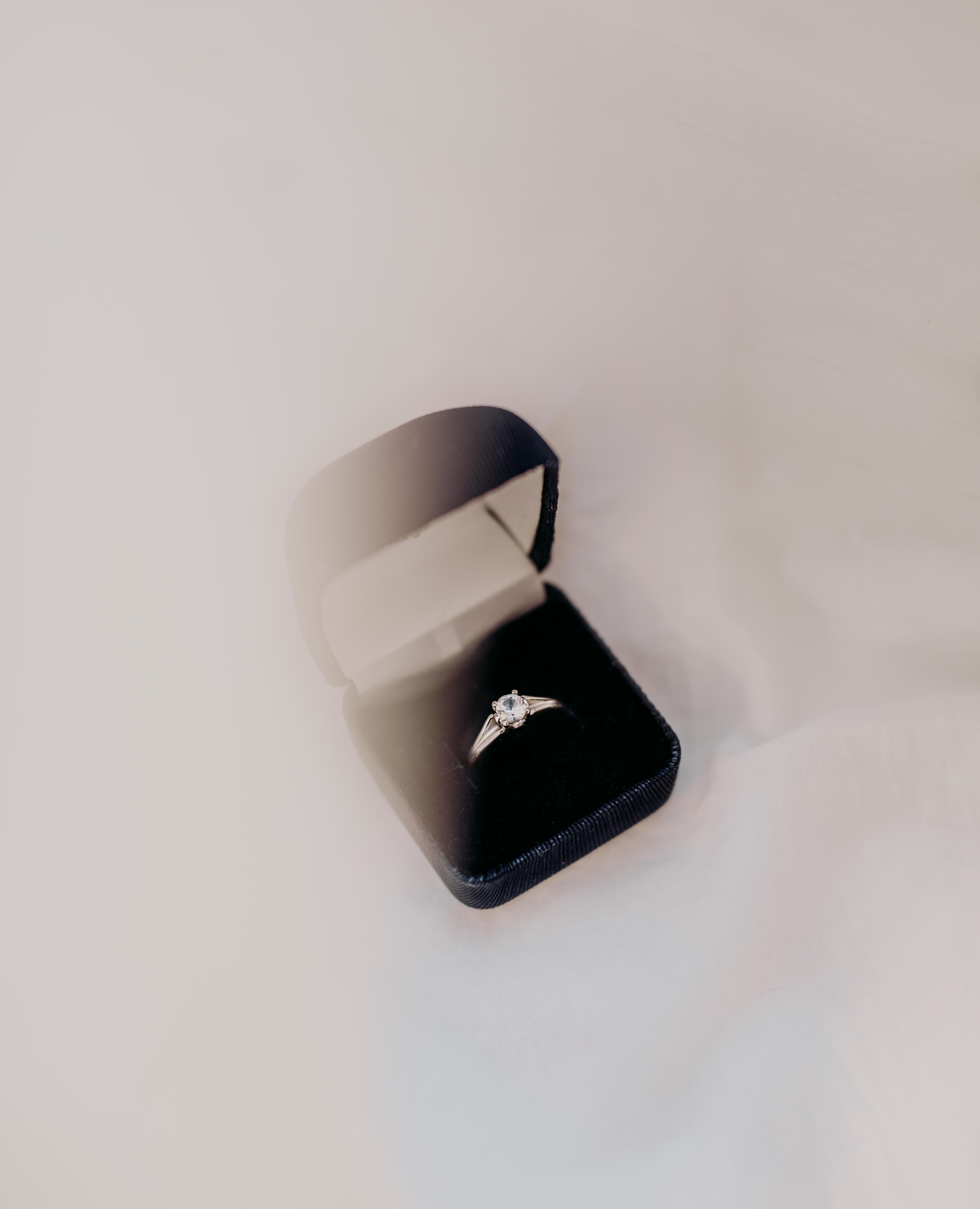 chiếc nhẫn cầu hôn