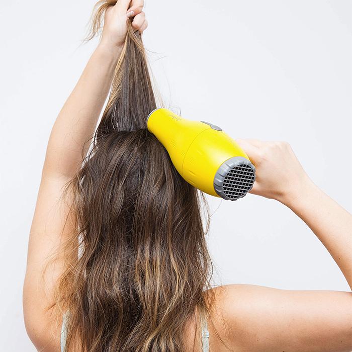 cách làm khô tóc nhanh 4