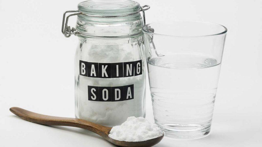 tẩy trắng răng cùng baking soda