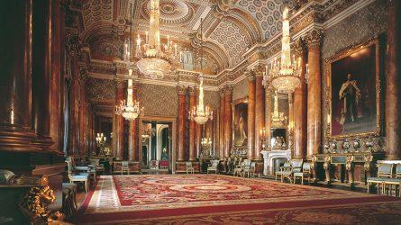 Cuộc sống trong cung điện Buckingham của Hoàng gia Anh xa hoa như thế nào?