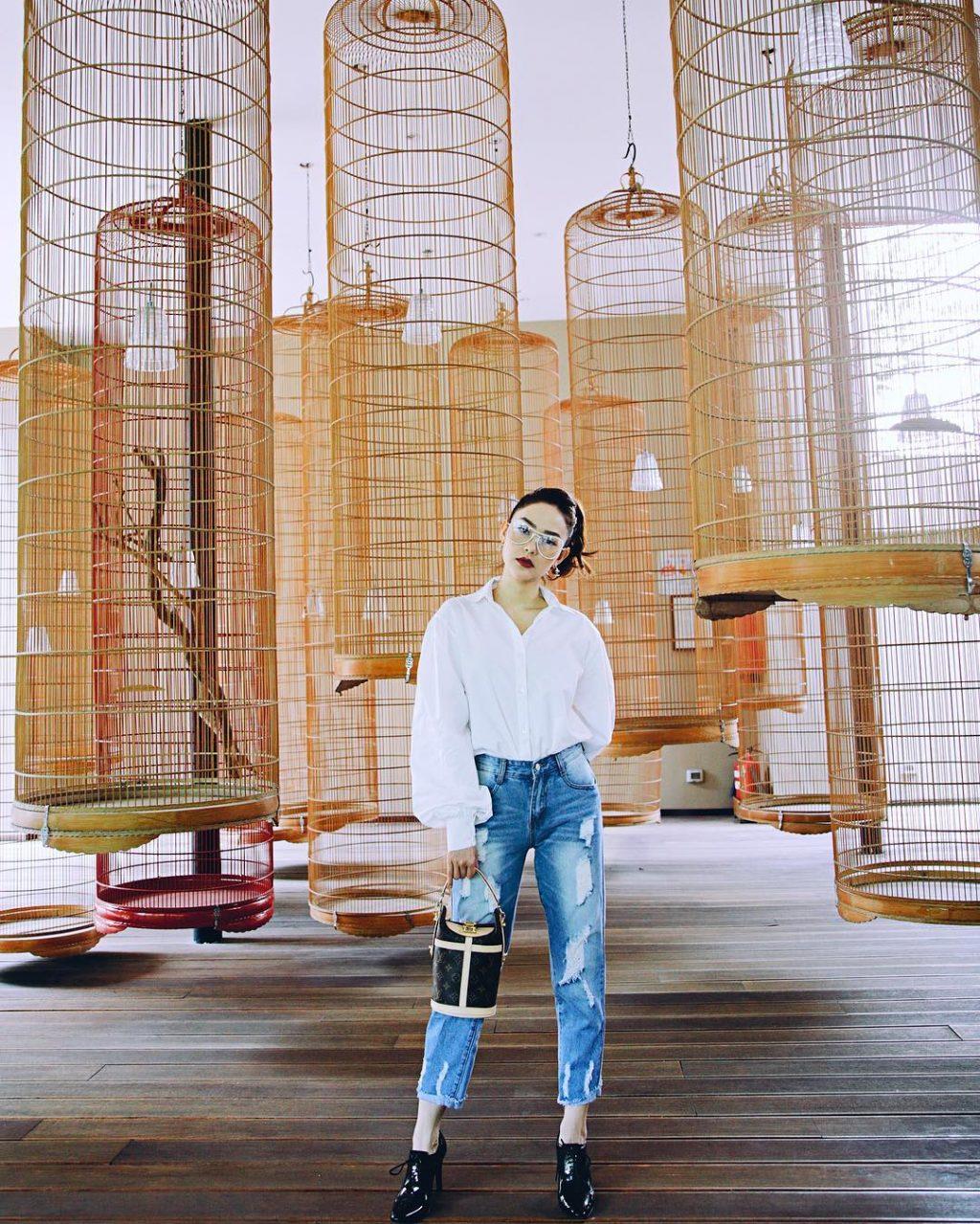 Xu hướng thời trang quần jeans được nhiều sao Việt ưa chuộng 5