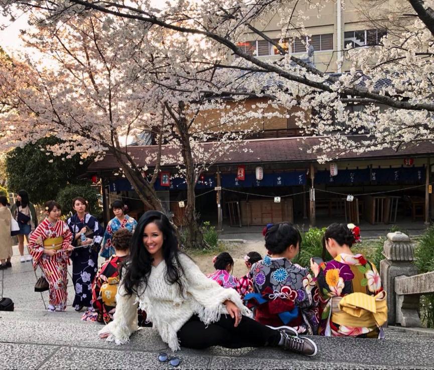 Niềm vui nho nhỏ của cô Bống, trẻ trung trên đường phố Nhật Bản
