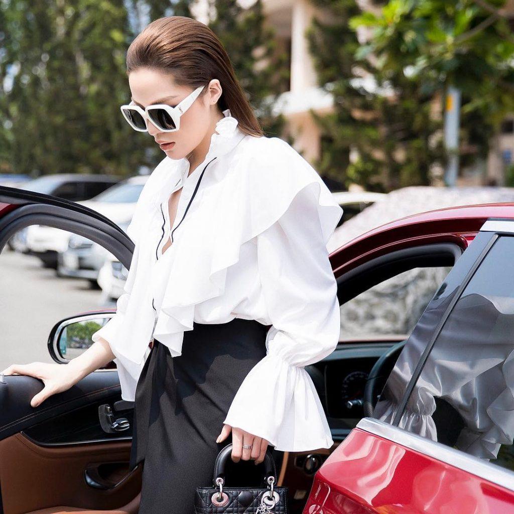 """Cặp đôi đen-trắng chính là màu sắc thời trang """"độc chiếm"""" phong cách sao Việt! 13"""