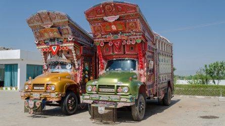 """Câu chuyện văn hóa về những chiếc """"xe tải leng keng"""" trên đường phố Pakistan"""