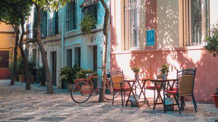 Từ ban công nhà đến cà phê tầng thượng, khám phá cách người Pháp tận hưởng cuộc sống