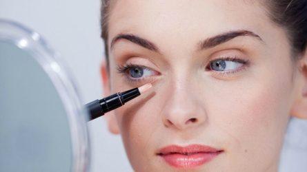 Cách dùng kem che khuyết điểm xóa mờ quầng thâm mắt