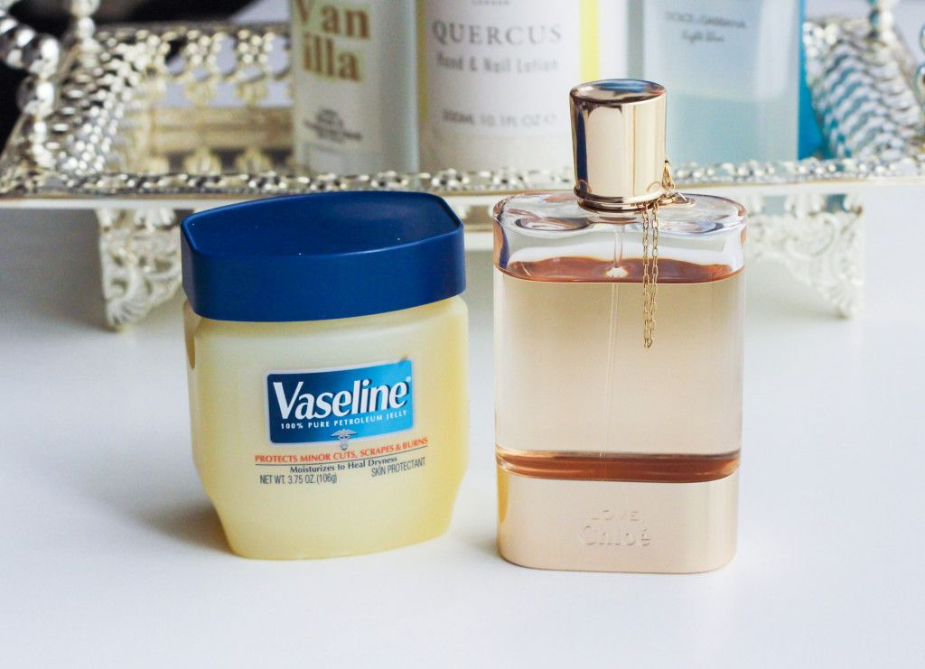 cách xịt nước hoa cùng vaseline
