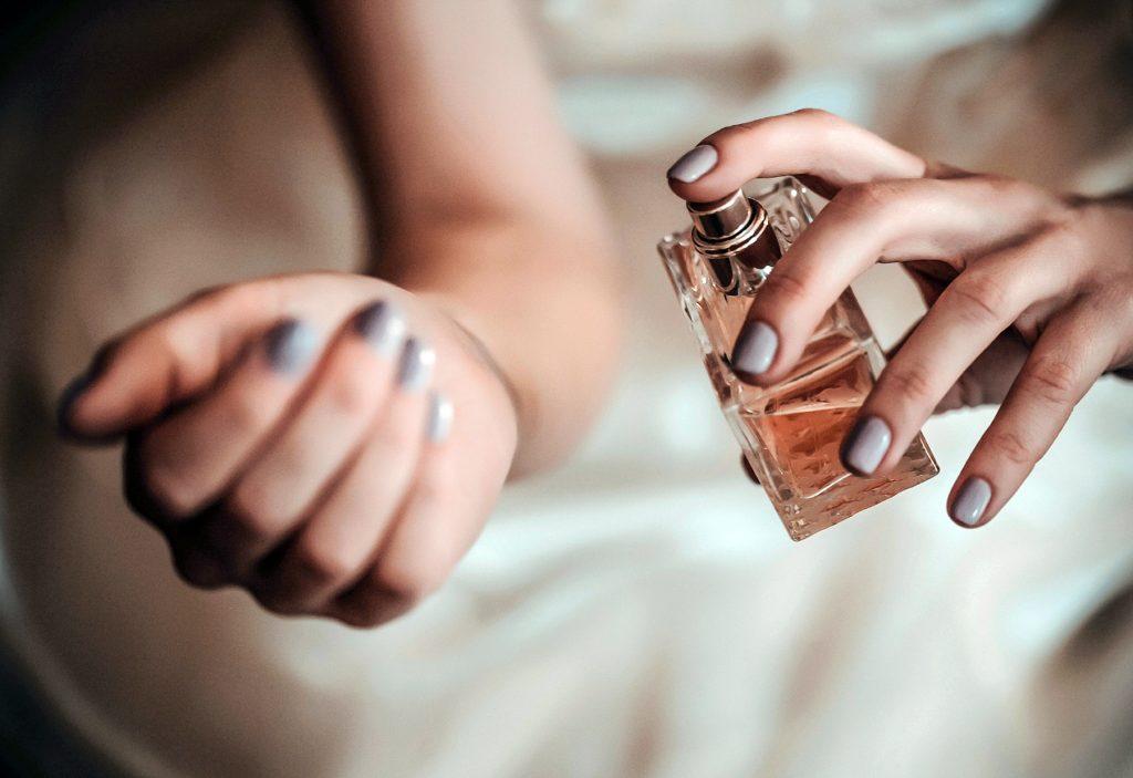 cách xịt nuoc hoa sử dụng lotion
