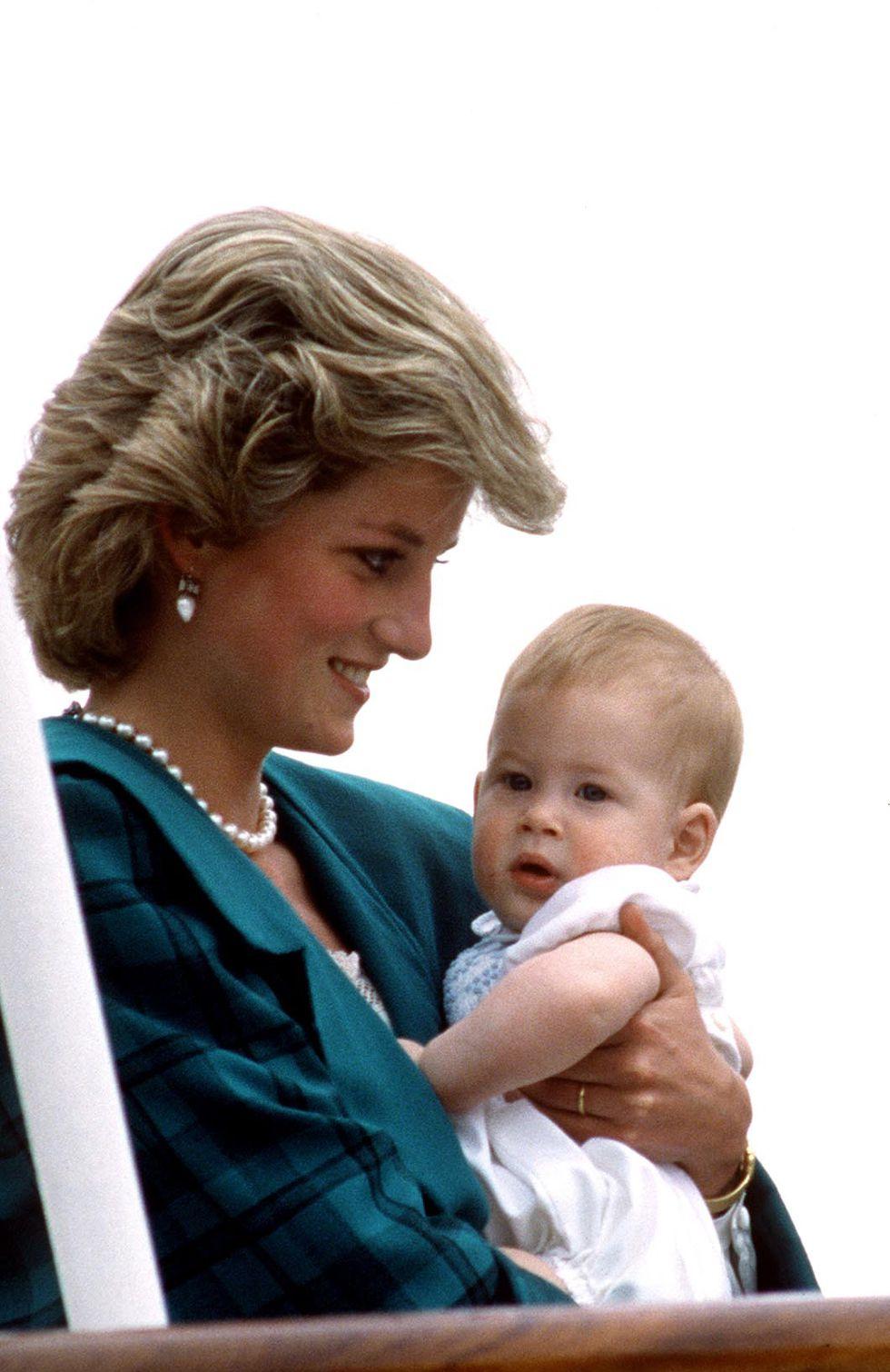 Em bé Hoàng gia Anh 1