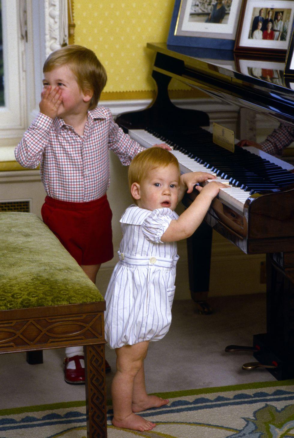Em bé Hoàng gia Anh 11