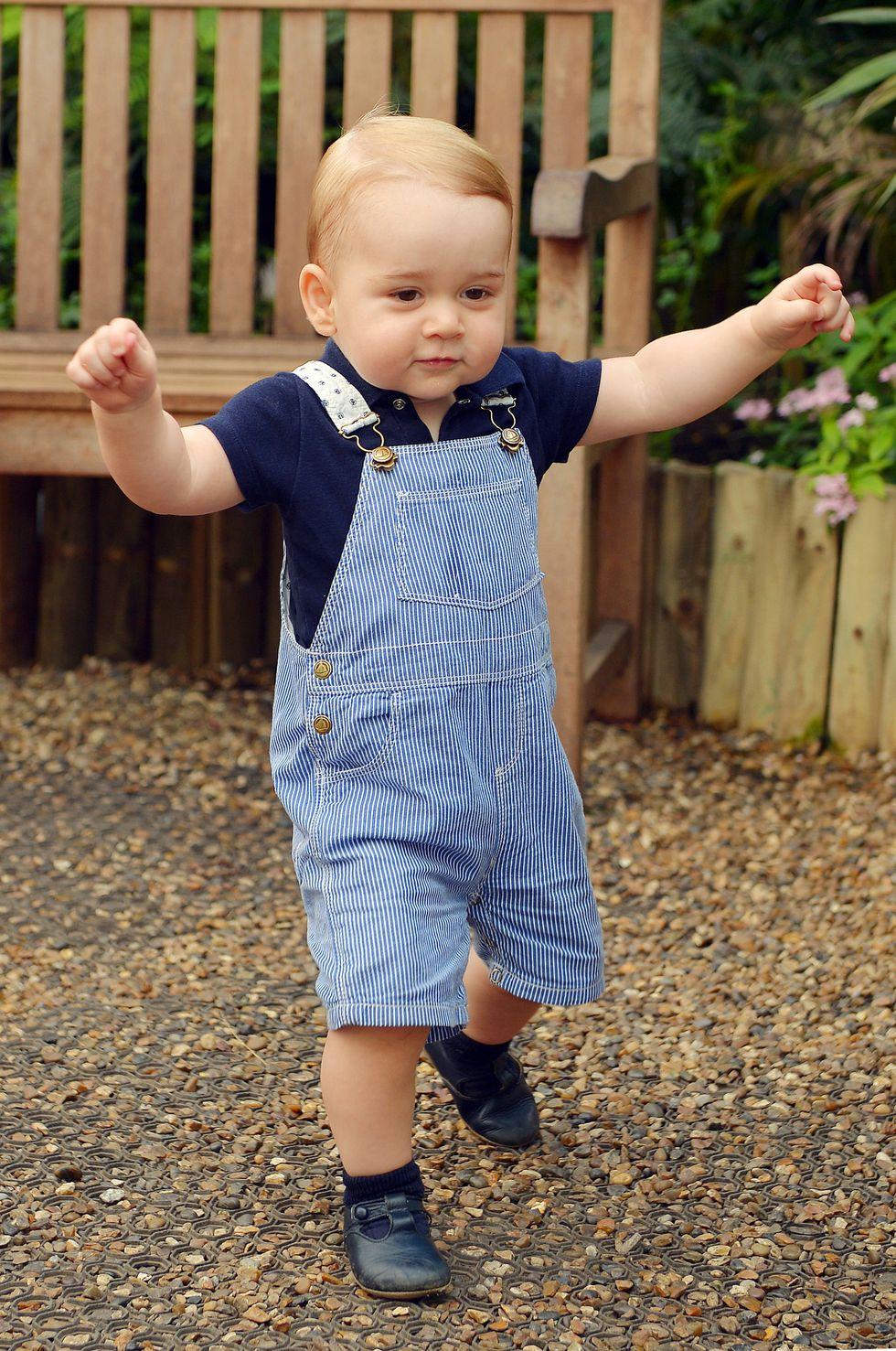 Em bé Hoàng gia Anh 12