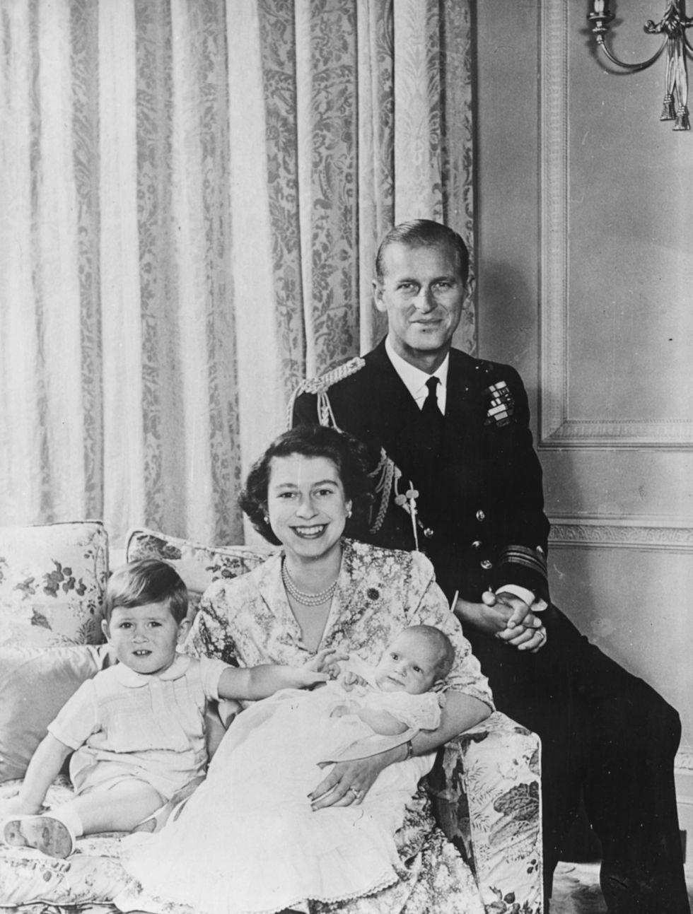 Em bé Hoàng gia Anh 2