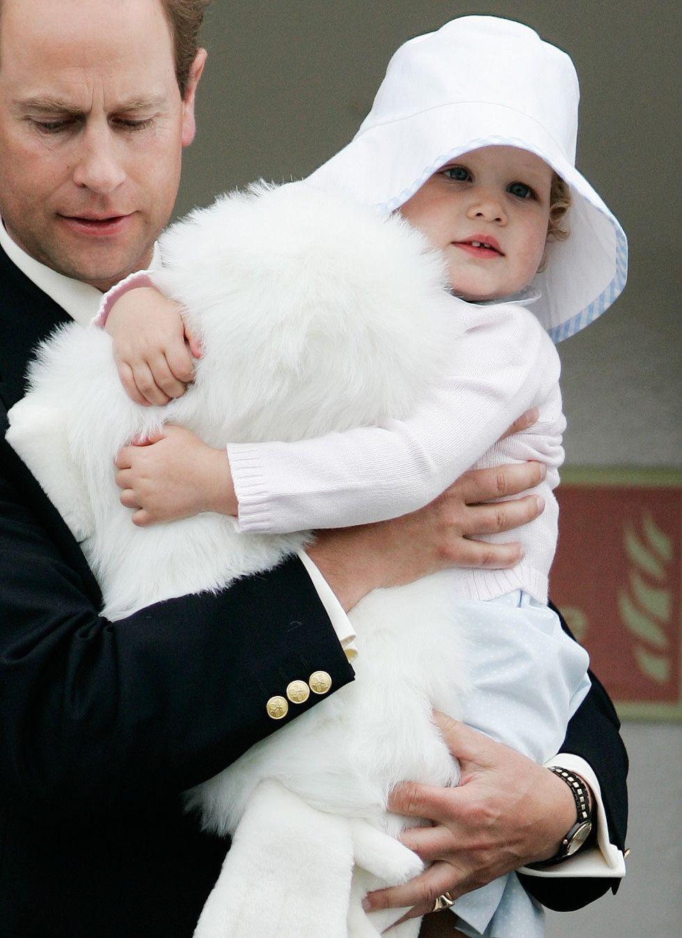 Em bé Hoàng gia Anh 24