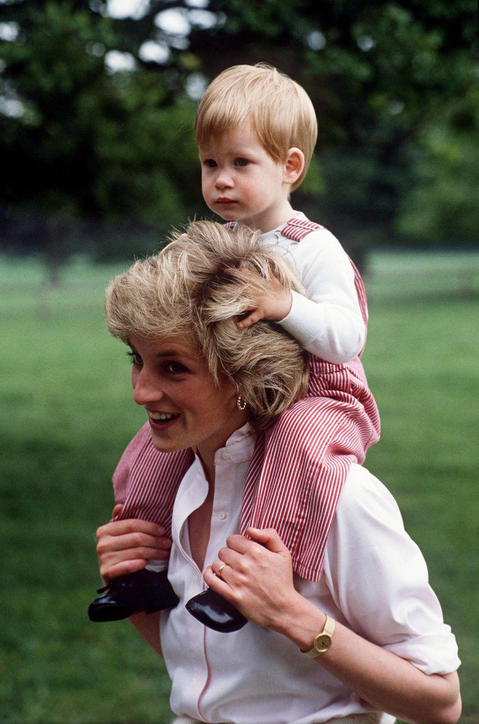 Em bé Hoàng gia Anh 28