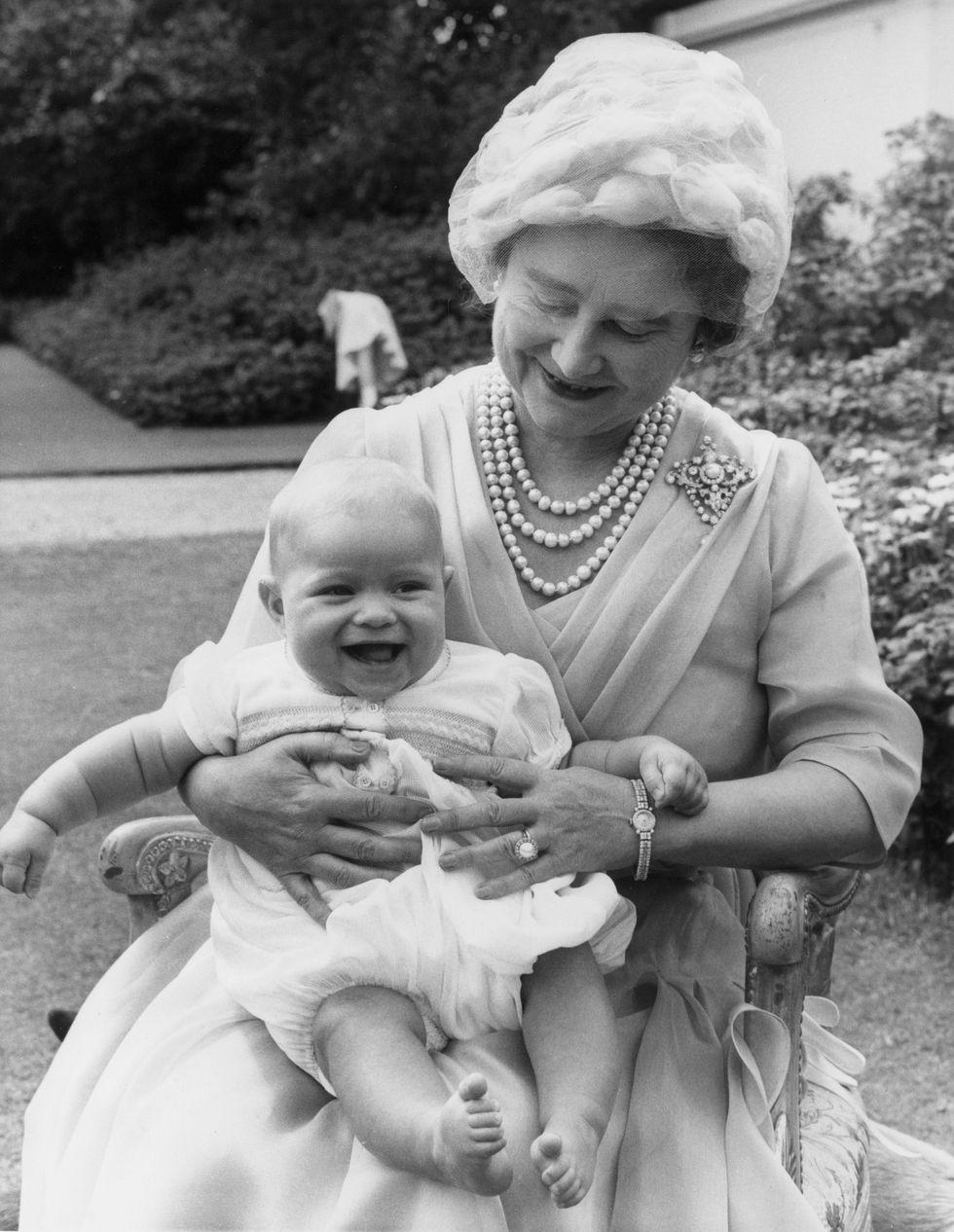 Em bé Hoàng gia Anh 3