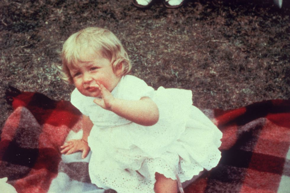 Em bé Hoàng gia Anh 31