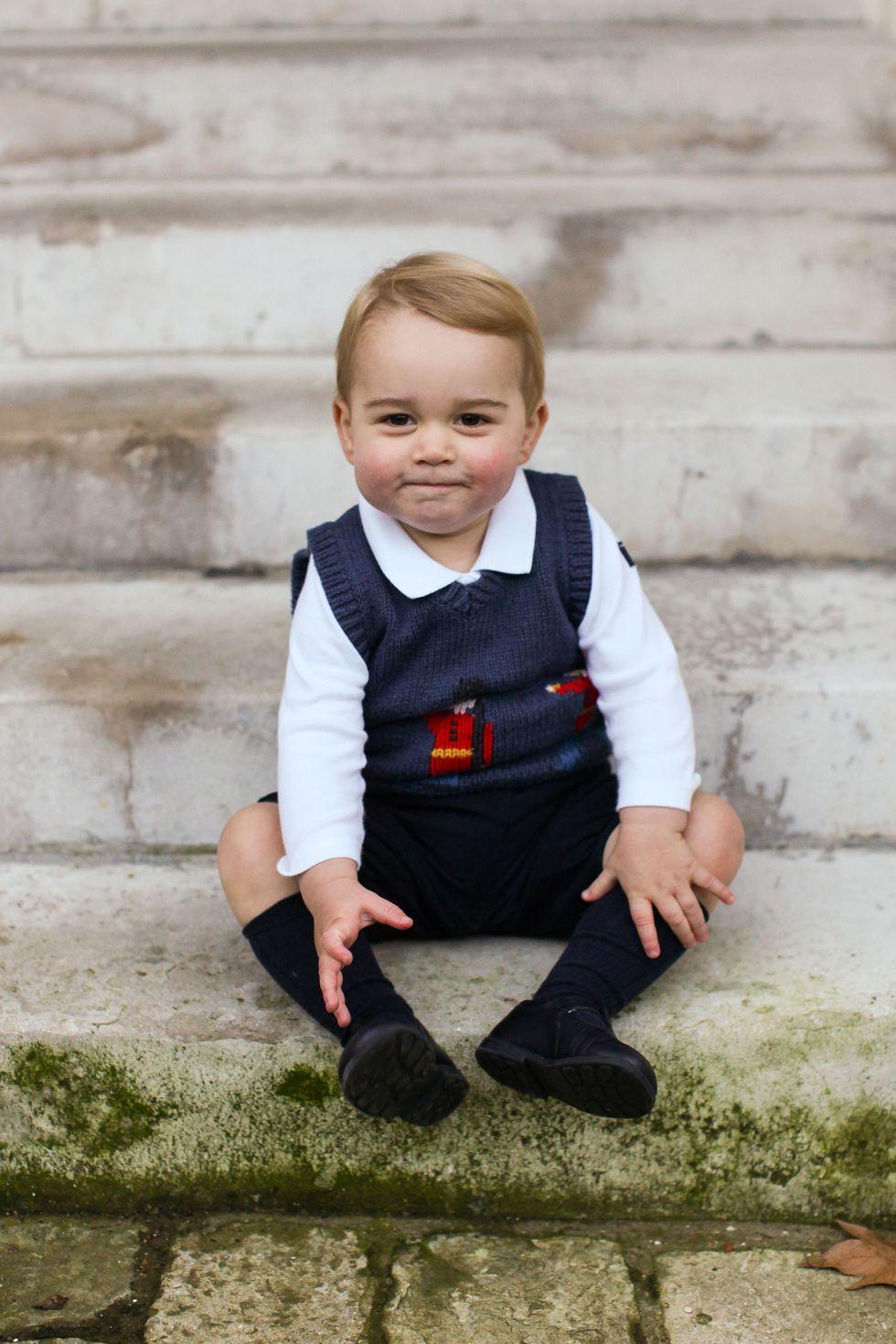 Em bé Hoàng gia Anh 32