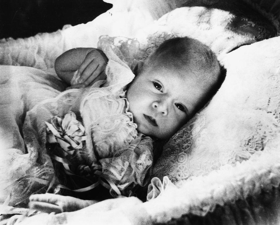 Em bé Hoàng gia Anh 33