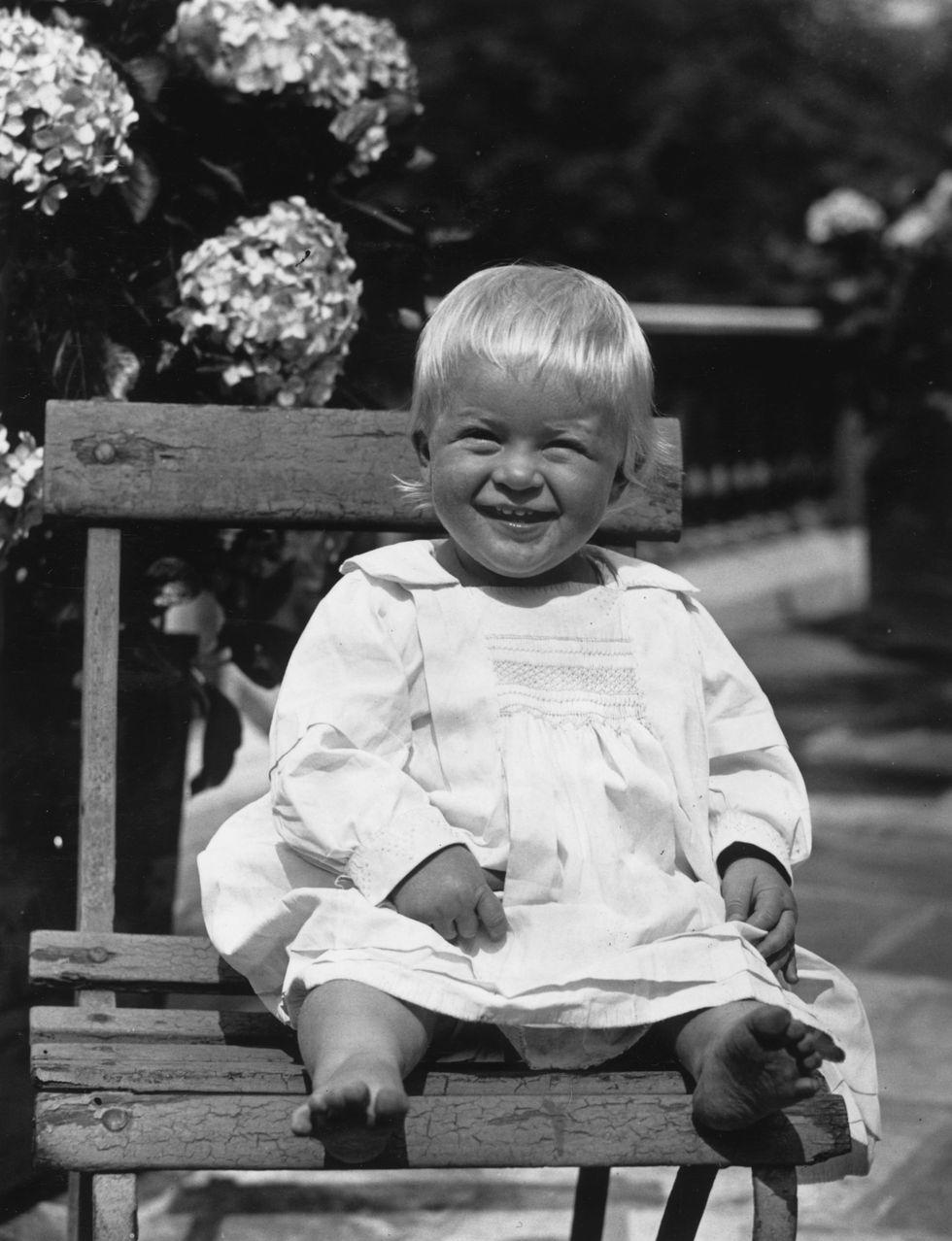 Em bé Hoàng gia Anh 34