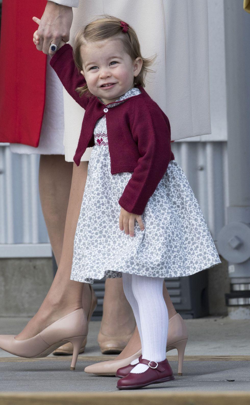Em bé Hoàng gia Anh 37