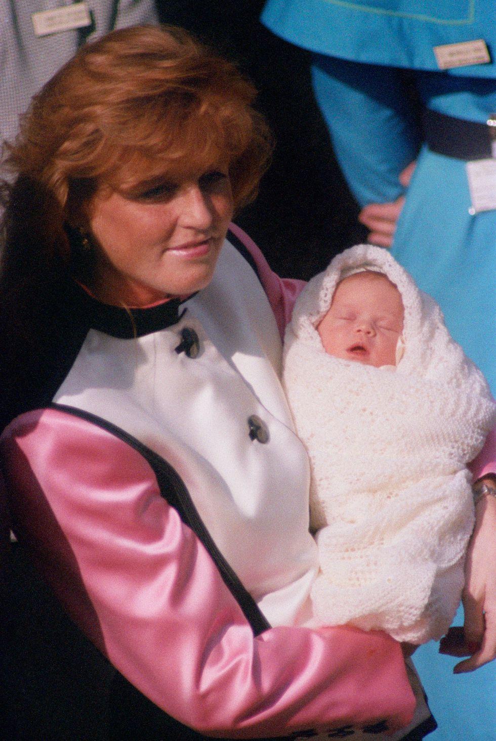 Em bé Hoàng gia Anh 8