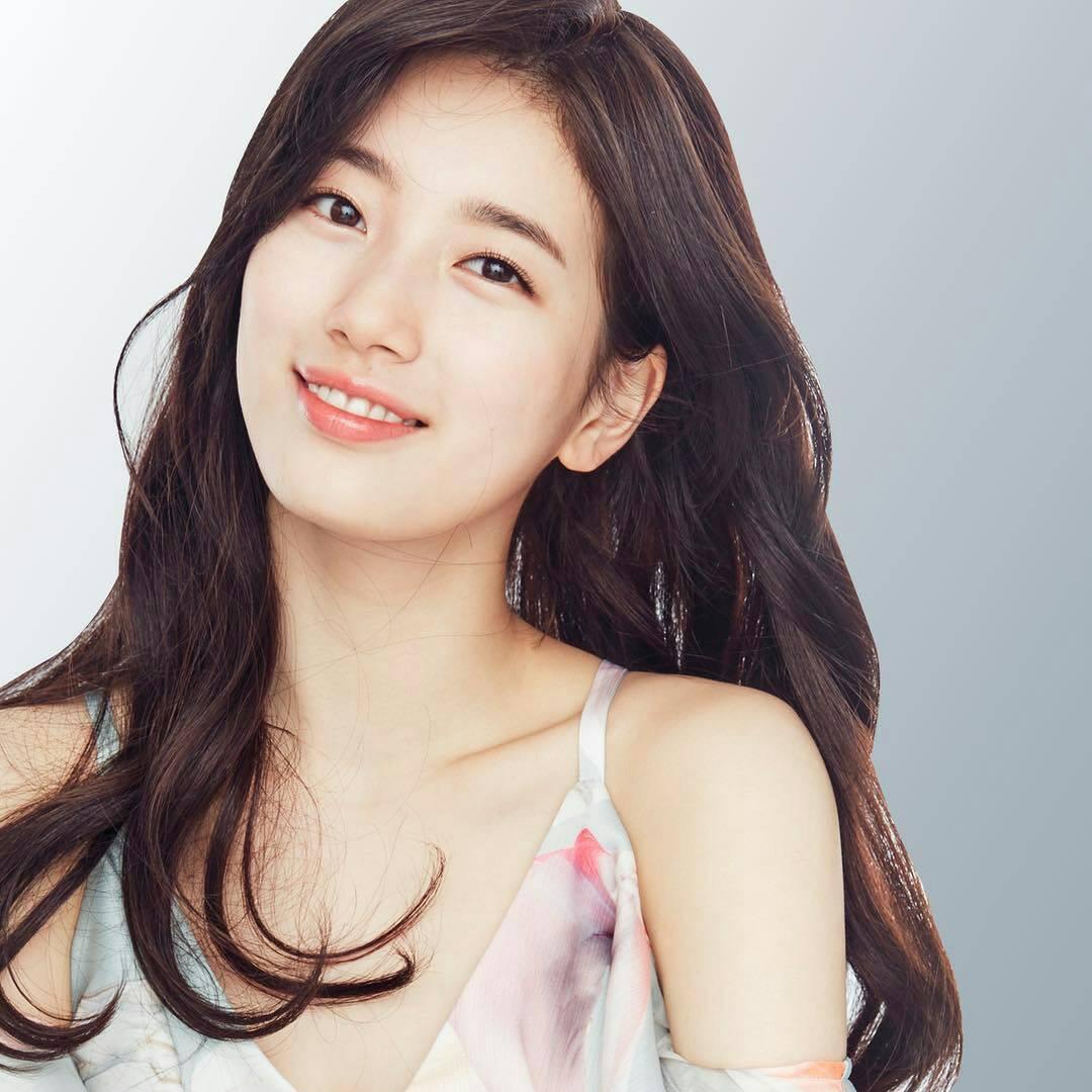 Suzy quyên góp từ thiện 1